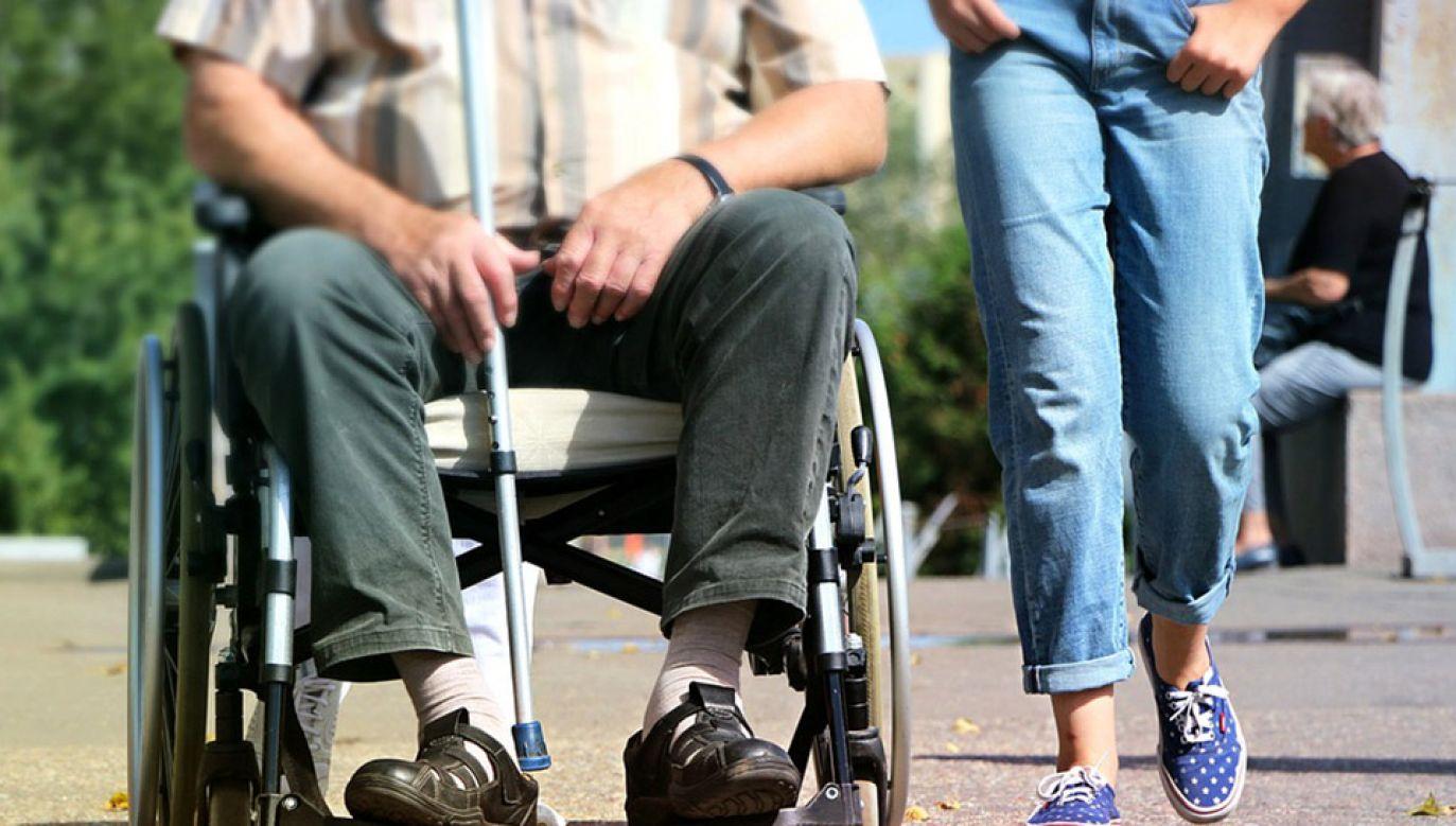 Projekt zakłada comiesięczny dodatek 500 zł dla dorosłych osób niepełnosprawnych, niezdolnych do samodzielnej egzystencji (fot. Pixabay/klimkin)