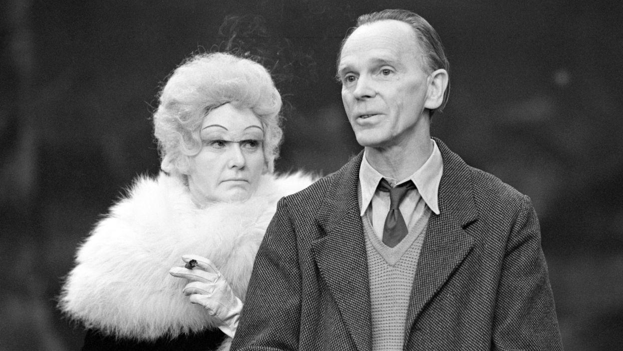 """W dorobku Jerzego Gruzy nie brak współczesnej klasyki teatru. """"Wizyta starszej pani"""" Friedricha Dürrenmatta z 1971 r. (fot. TVP)"""