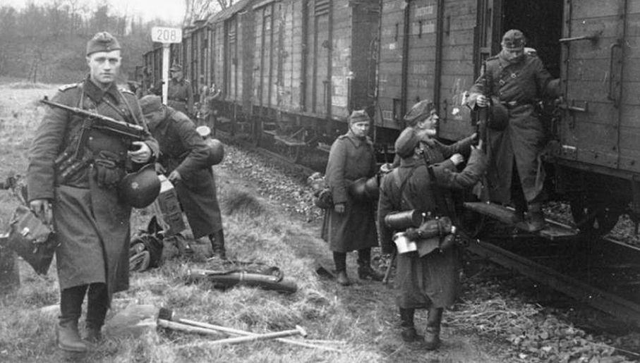 """Pociągi z niemiecki żołnierzami były głównym celem dla żołnierzy z """"Zagra-Lin"""" (fot. Bundesarchiv)"""