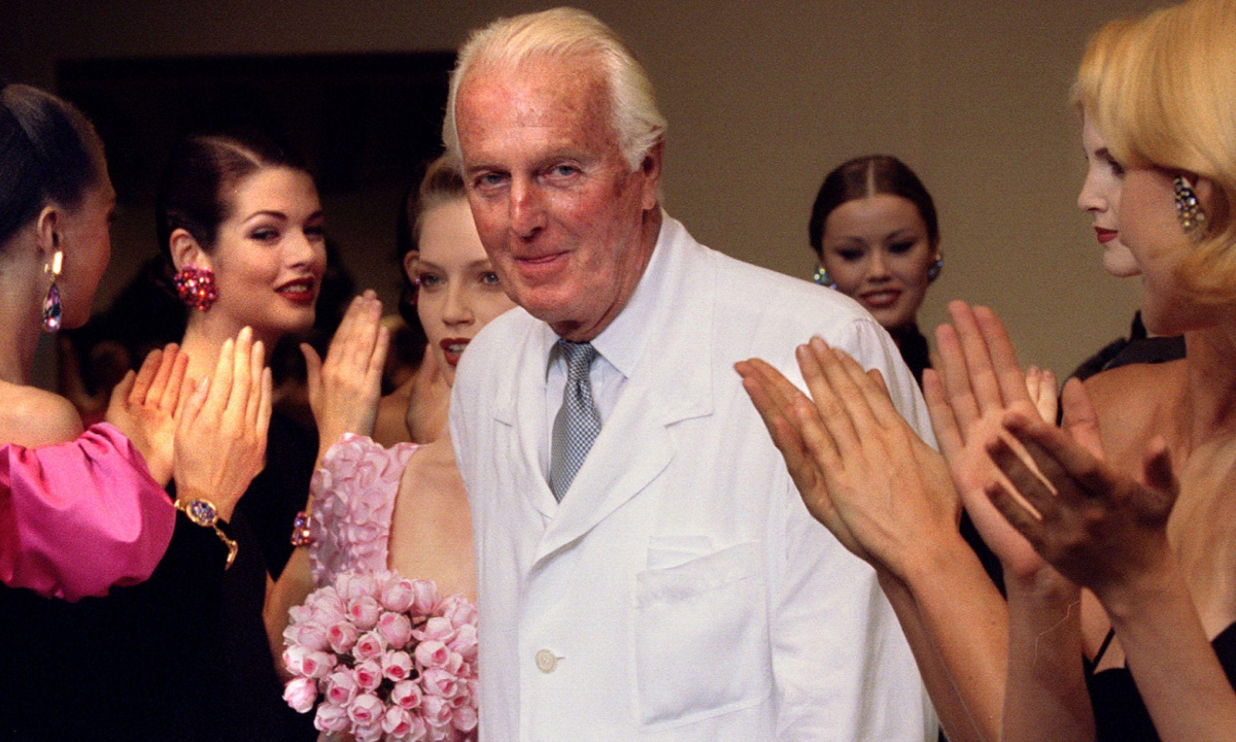 Hubert de Givenchy podczas swojego ostatniego pokazu w 1995 roku (fot. REUTERS/Stringer)