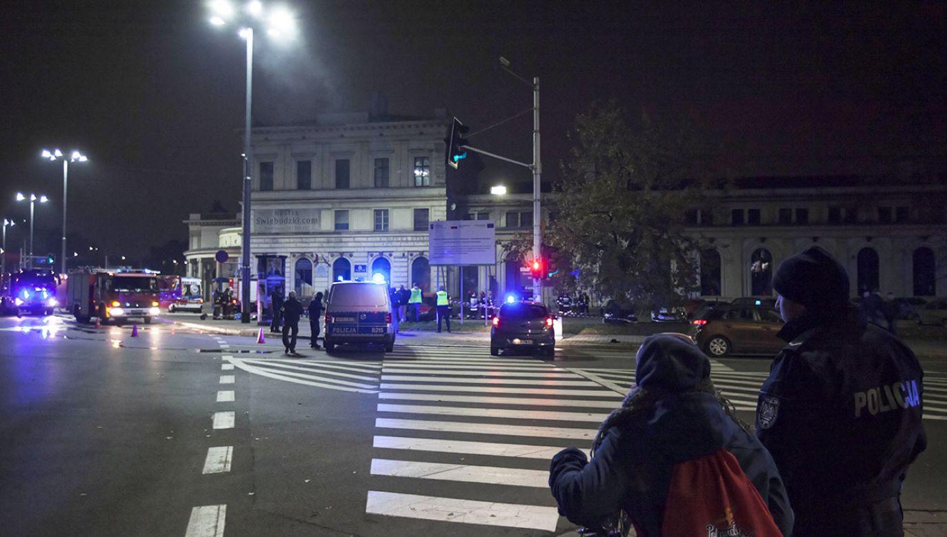 W pożarze poszkodowanych zostało dziewięć osób (fot. PAP/Aleksander Koźmiński)