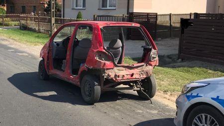 Samochód nie posiadał tylnego zderzaka, pokrywy bagażnika, pokrywy silnika (fot. KPP w Tomaszowie Mazowieckim)