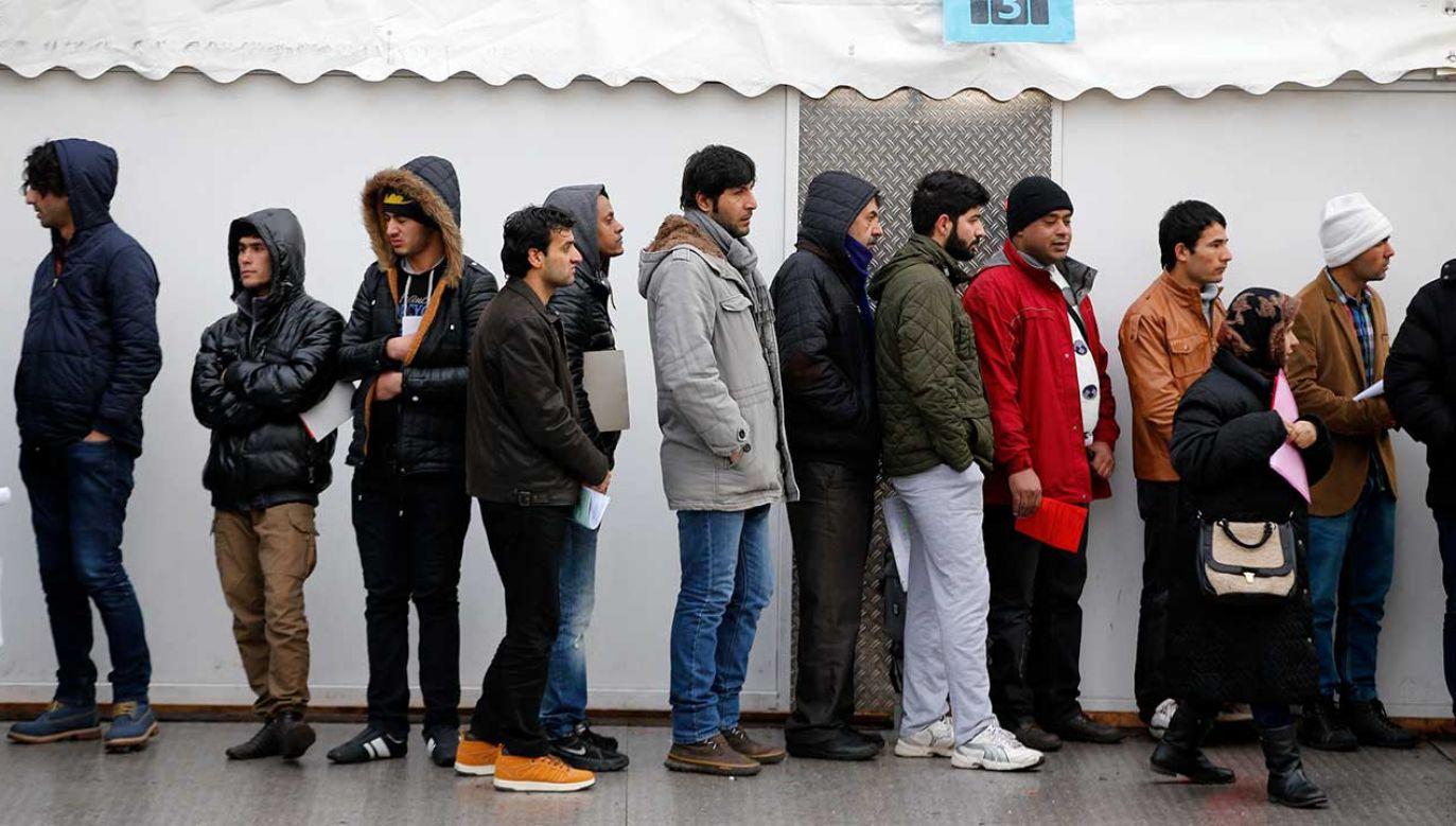 Ubiegający się o azyl w Niemczech dorośli migranci często podają się za nieletnich (fot. REUTERS/Fabrizio Bensch)
