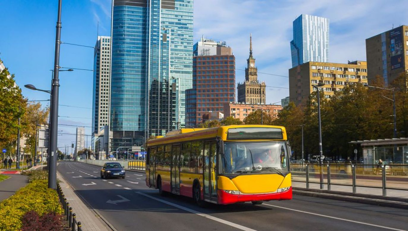 Będą zmiany w ruchu i kursowaniu komunikacji miejskiej (fot. Shutterstock/ Adam Szczepkowski)
