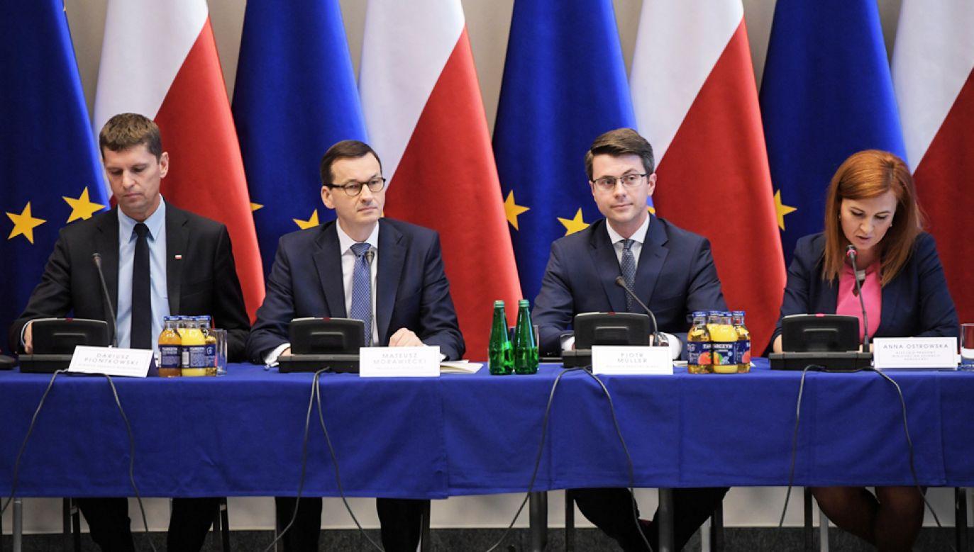 Czwarta tura rozmów przy okrągłym stole edukacyjnym z udziałem premiera i kierownictwa MEN (fot. PAP/Marcin Obara)
