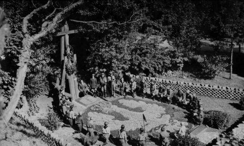 Rok 1926, Wilno. Uroczystości na Górze Zamkowej w miejscu pochówku powstańców. Fot. NAC/IKC