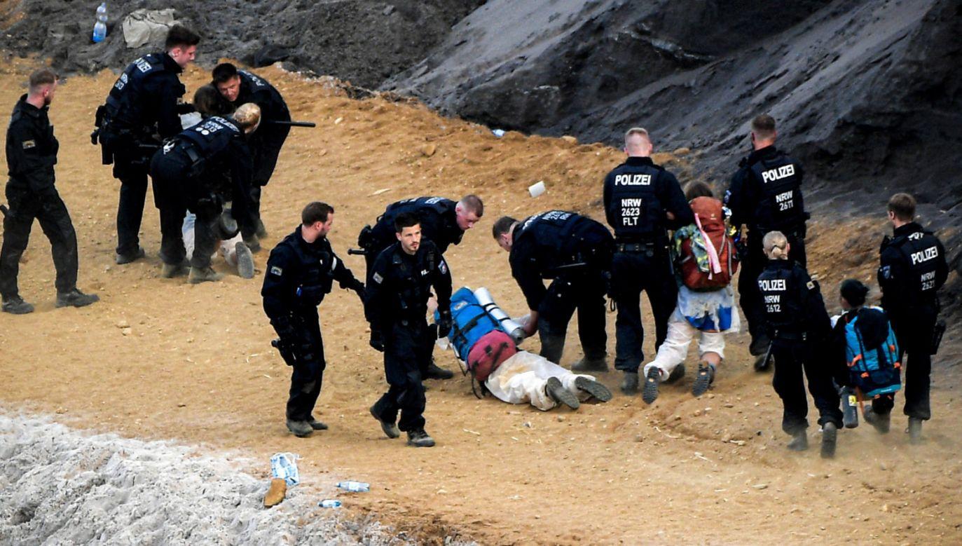 Akcja policji w Garzweiler (fot. PAP/ EPA/SASCHA STEINBACH)