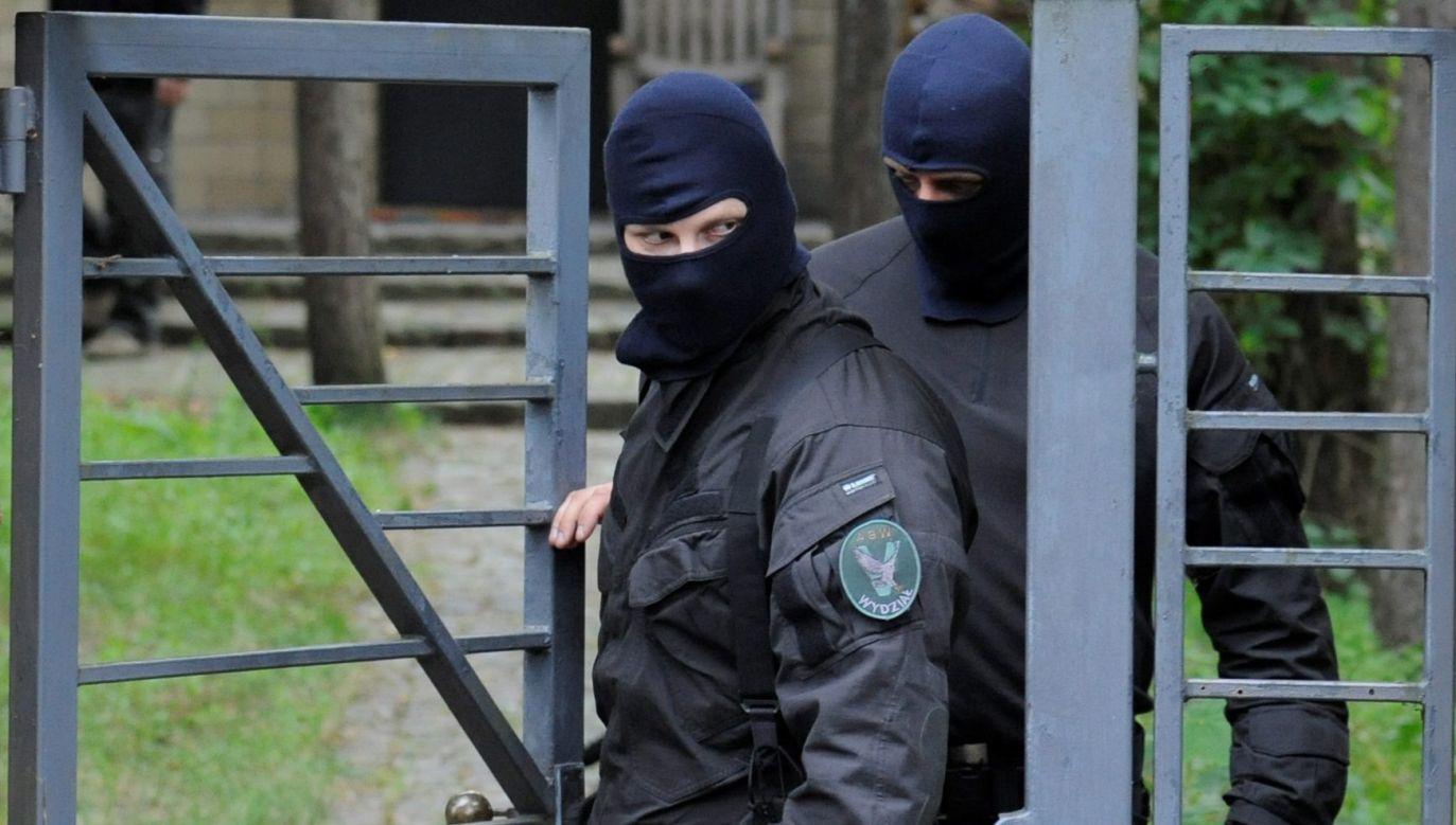 Na miejscu pracują m.in. agencji ABW, policja i pirotechnicy (fot. arch. PAP/Bartłomiej Zborowski)