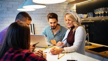 Dla 31 proc. badanych sytuacja finansowa się poprawiła (fot. Shutterstock/bbernard)