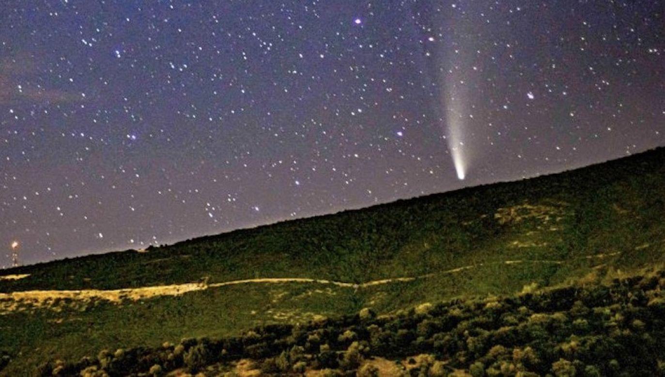 Komety mają budowę stanowiącą bardziej mieszankę skał, pyłu i lodu (fot. Nicolas Economou/NurPhoto via Getty Images, zdjęcie ilustracyjne)