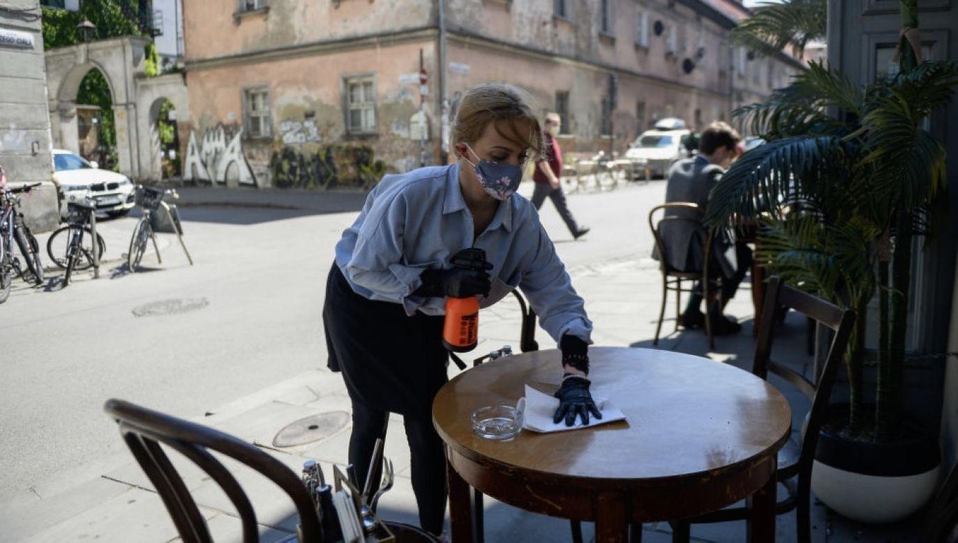 """W ocenie premiera """"walczymy w ostatnich kilku tygodniach z drugą falą skuteczniej od innych"""" (fot. Omar Marques/Getty Images)"""
