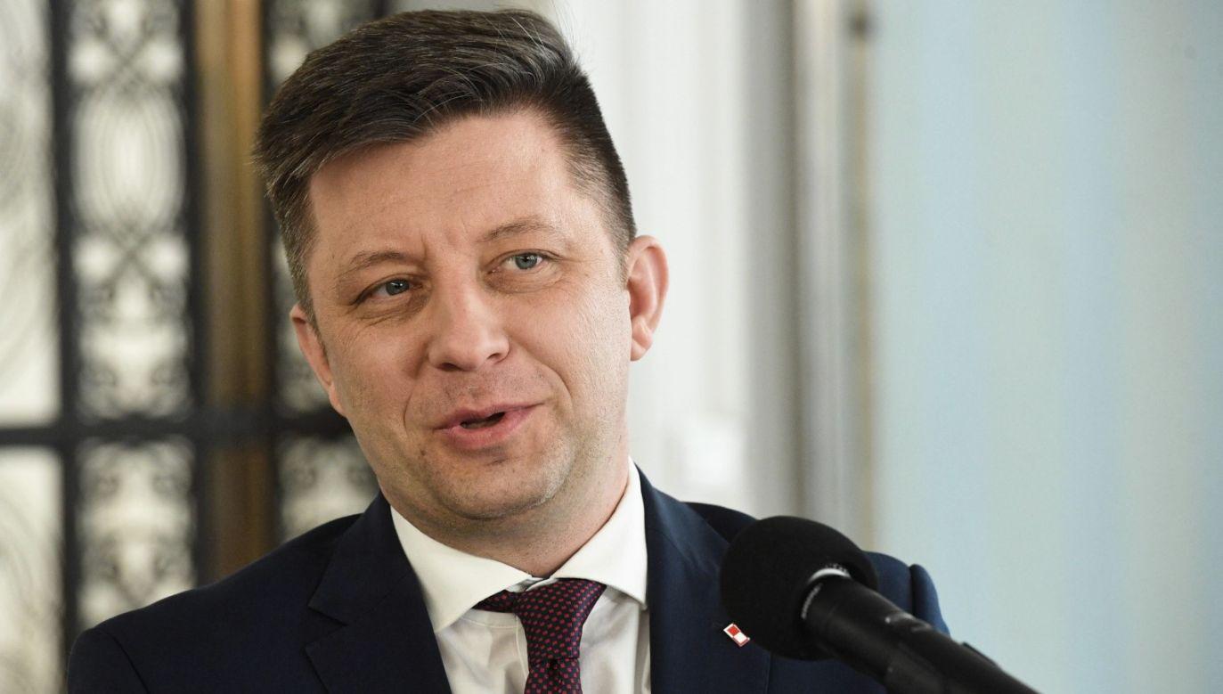 """""""Tu jest rekomendacja jednoznaczna, powinniśmy maksymalnie ograniczyć przemieszczenie się"""" (fot. PAP/Radek Pietruszka)"""