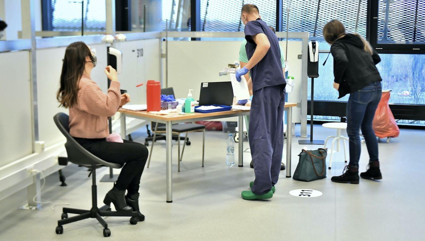 W sobotę przekroczyliśmy liczbę 200 tysięcy zaszczepionych osób (fot. PAP/A.Lange)