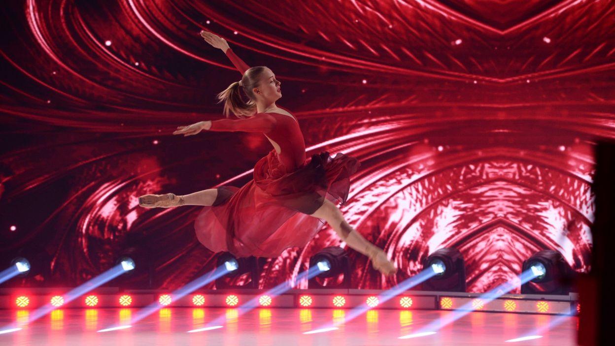 Na scenie pojawiła się i czerwień, i szaleństwo. Wszystko za sprawą  występu Barbary Postek do wielkiego przeboju Maryli Rodowicz (fot. Jan Bogacz)