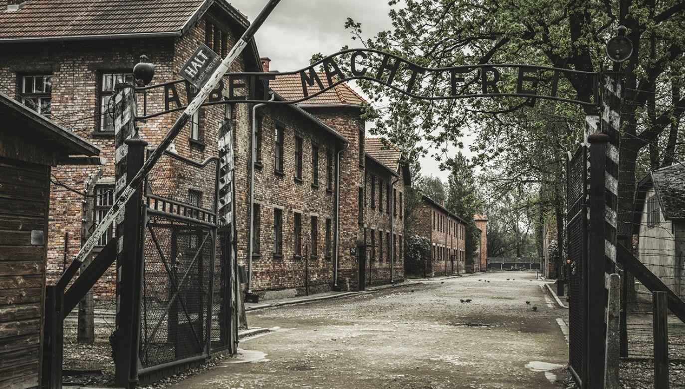 Kanclerz Merkel oraz premier Mateusz Morawiecki odwiedzą w piątek były niemiecki obóz Auschwitz (fot. Shutterstock/ Jaroslav Moravcik)