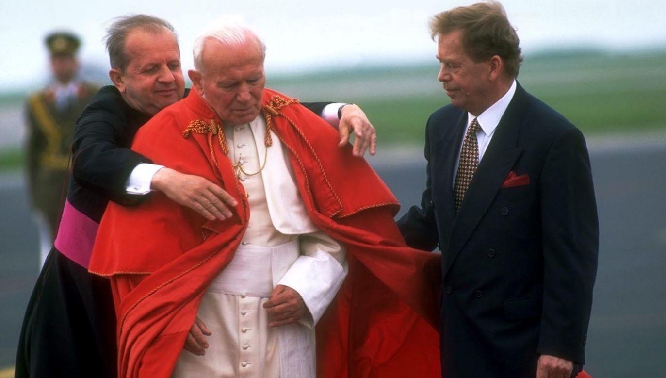 20 maja 1995; pielgrzymka Jana Pawła II do Czech (fot. Franco Origlia/Getty Images)