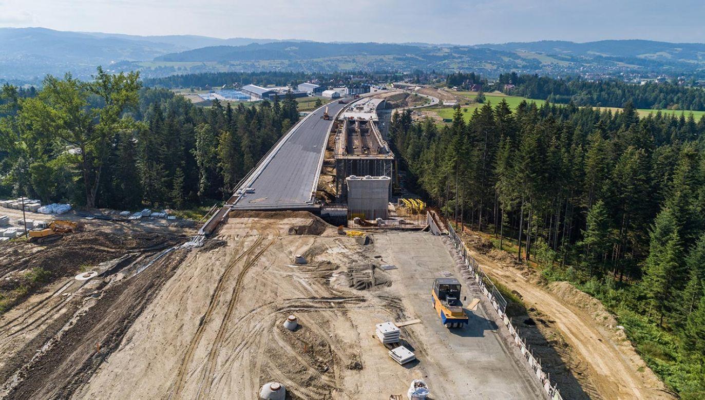 Naprawa gazociągu na budowie nowej zakopianki (fot. Shutterstock/Daniel Jedzura, zdjęcie ilustracyjne)