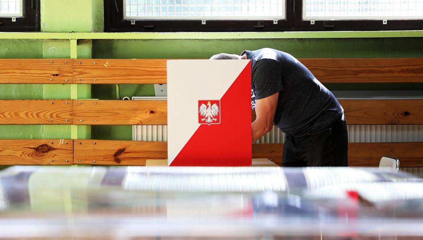 Kto wygra wybory? (fot. PAP/Darek Delmanowicz)