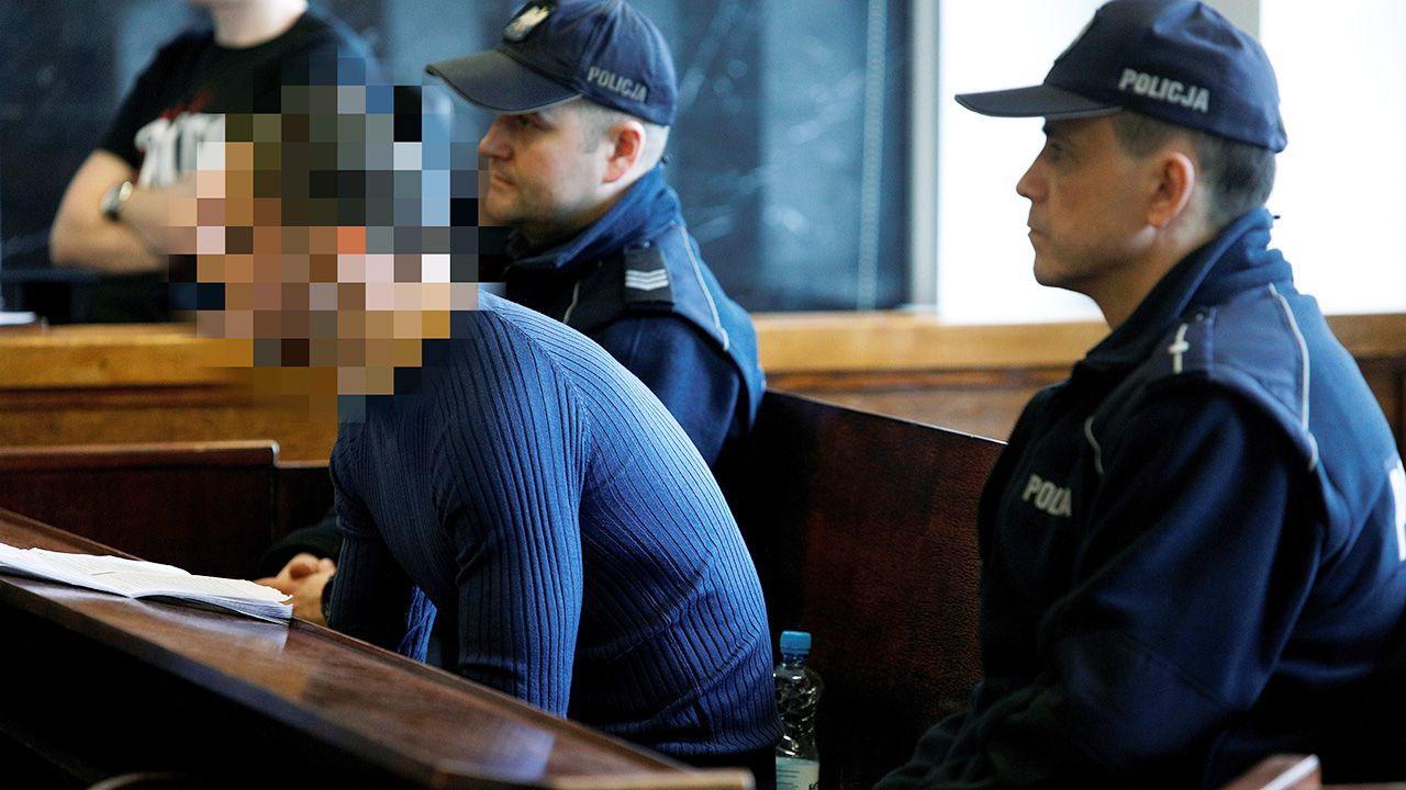 Przed Sądem Okręgowym w Suwałkach rozpoczął się proces obywatela Tunezji Lassaad'a A. (L) oskarżonego o zabójstwo 21-latka przed barem z kebabem w Ełku  (fot. PAP/Artur Reszko)