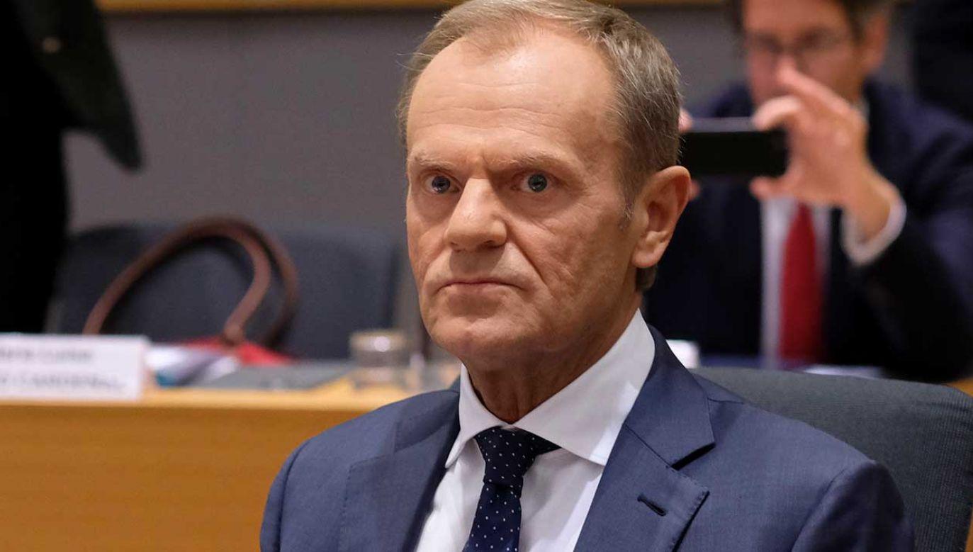 Tusk skomentował wyniki niedzielnych wyborów (fot. PAP/EPA/OLIVIER HOSLET)