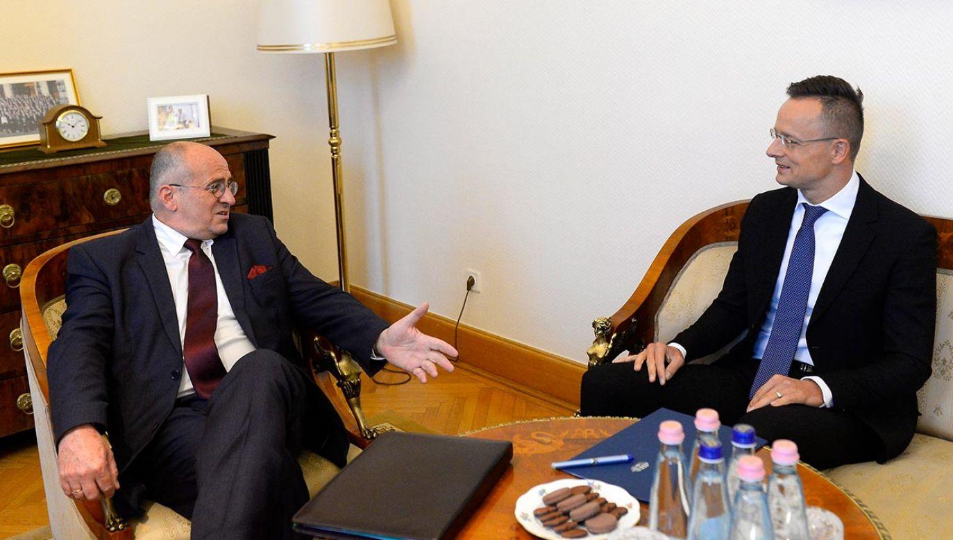 Szef polskiej dyplomacji Zbigniew Rau i Péter Szijjártó minister spraw zagranicznych Węgier (fot. PAP/EPA/Lajos Soos)