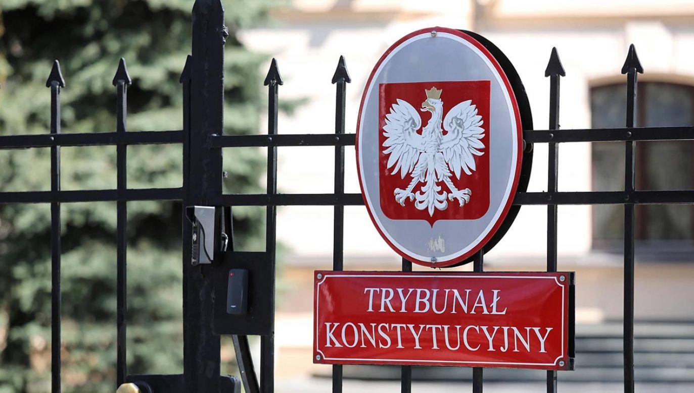 Według posłów zaskarżone przepisy naruszają szereg zasad konstytucyjnych (fot. PAP/Tomasz Gzell)