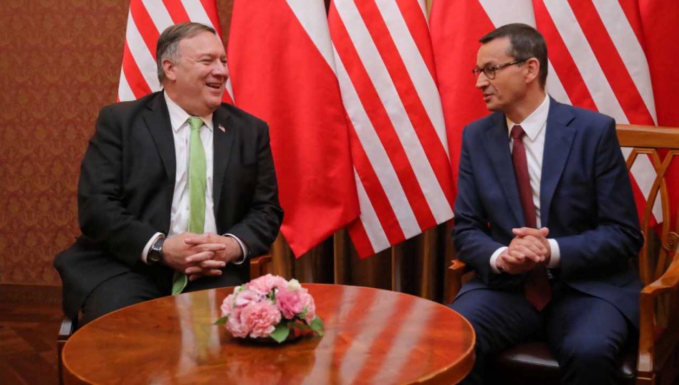 Sekretarz stanu USA Mike Pompeo (L) i premier RP Mateusz Morawiecki (P) podczas spotkania w KPRM w Warszawie (fot. PAP/Wojciech Olkuśnik)