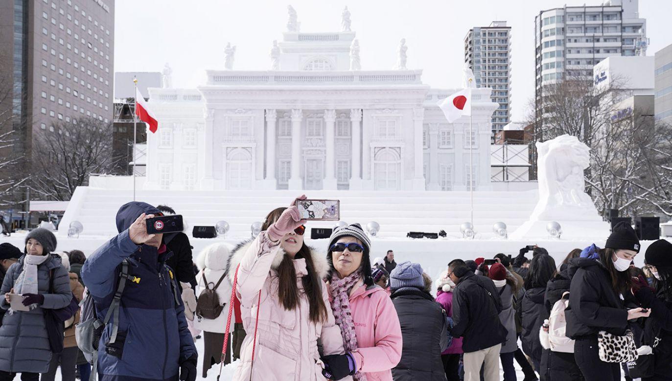 Co roku podczas Festiwalu Śniegu przyjeżdża do Sapporo około 2 mln turystów (fot. PAP/ EPA/KIMIMASA MAYAM)