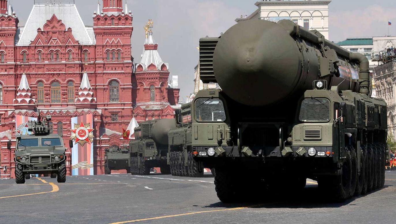 Rosyjskie strategiczne pociski jądrowe Yars podczas defilady na Placu Czerwonym (fot. arch. PAP/EPA/MAXIM SHIPENKOV)