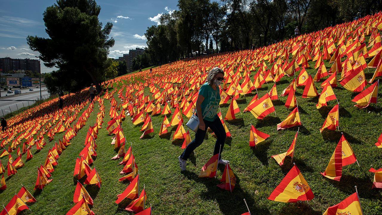 Łączna liczba zgonów z powodu koronawirusa wynosi w Hiszpanii 34 366 (fot. Pablo Blazquez Dominguez/Getty Images))