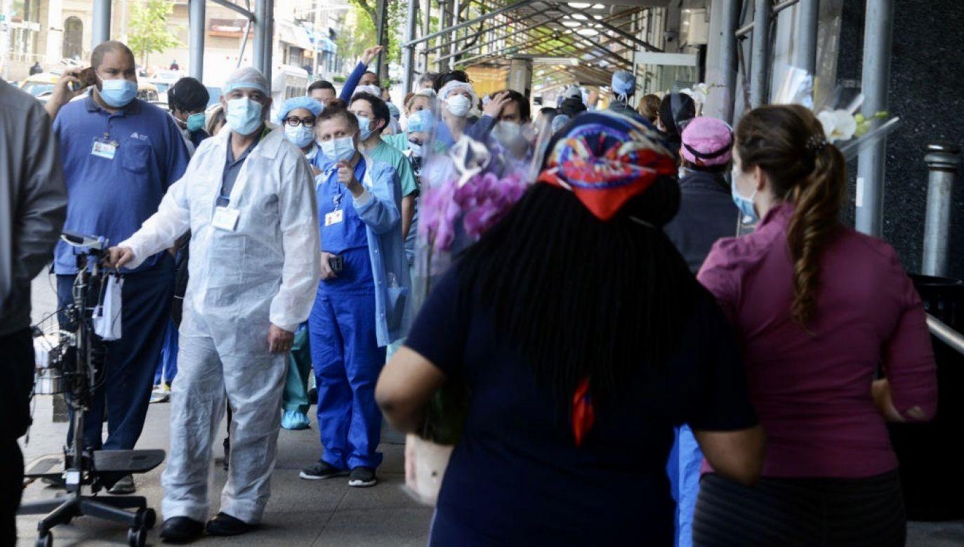 Badania wykazały, że osoby zakażone nowym koronawirusem wytwarzają przeciwciała od około tygodnia po zakażeniu lub wystąpieniu objawów (fot. B.A. Van Sise/NurPhoto via Getty Images)