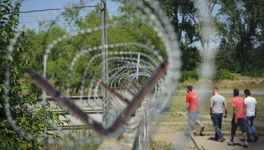 Rząd w Budapeszcie chce uszczelnić granice (fot. PAP/EPA/ZSOLT CZEGLEDI)