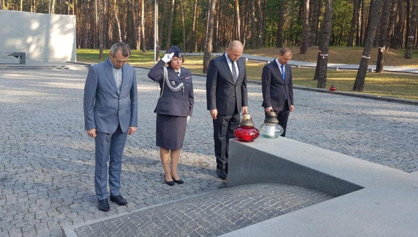 W lesie w Bykowni w zbiorowych mogiłach pogrzebano ok. 150 tys. ofiar komunizmu różnych narodowości (fot. Twitter/PLinUkraine)