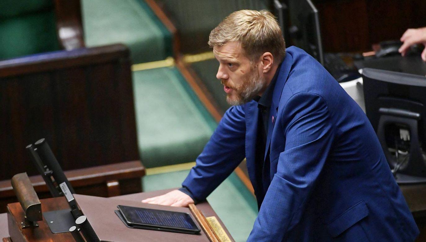 Adrian Zandberg przypomniał słowa Borysa Budki (fot. PAP/Marcin Obara)