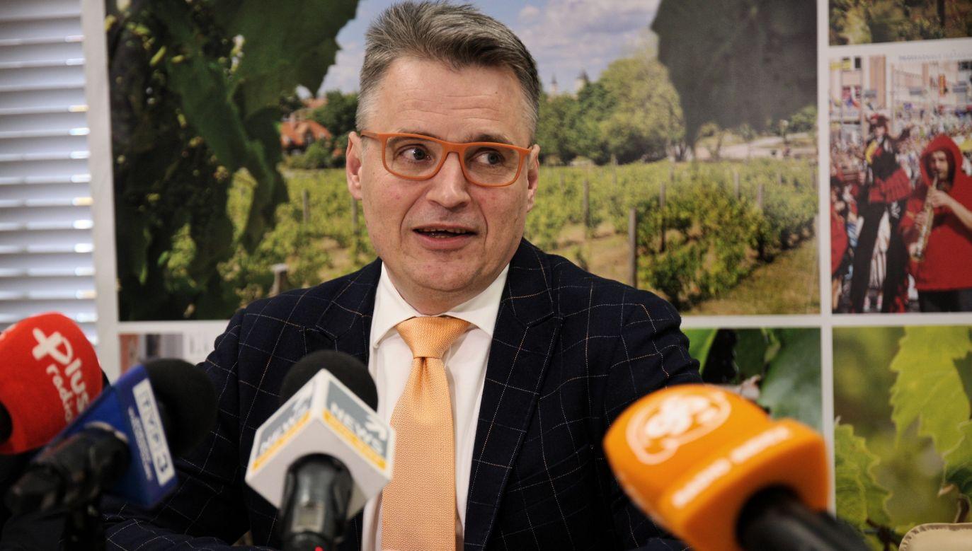 Prezydent Zielonej Góry Janusz Kubicki nie zostawił na Lubuskich Bonach Wsparcia suchej nitki (fot. PAP/Lech Muszyński)