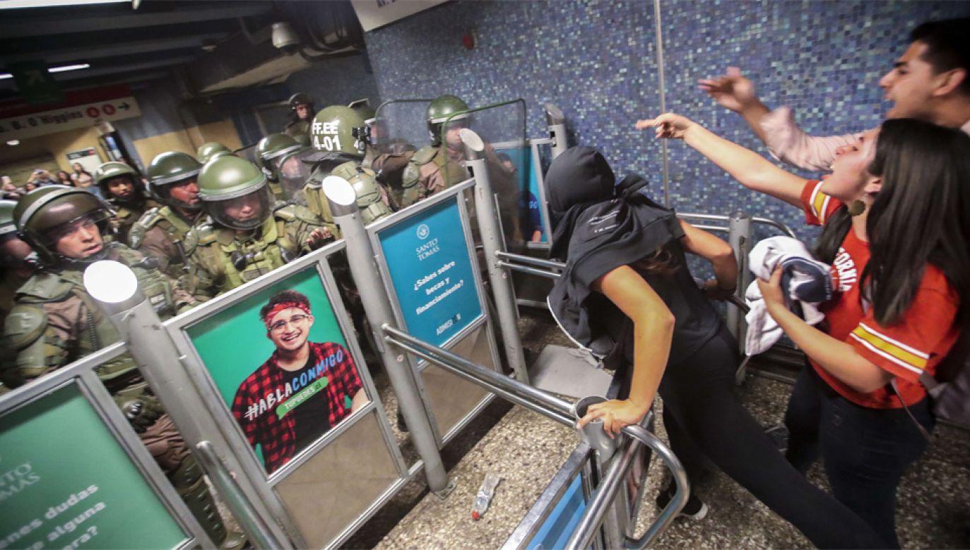 Podczas protestów dochodziło do starć z policją (fot. PAP/EPA/Alberto Pena)