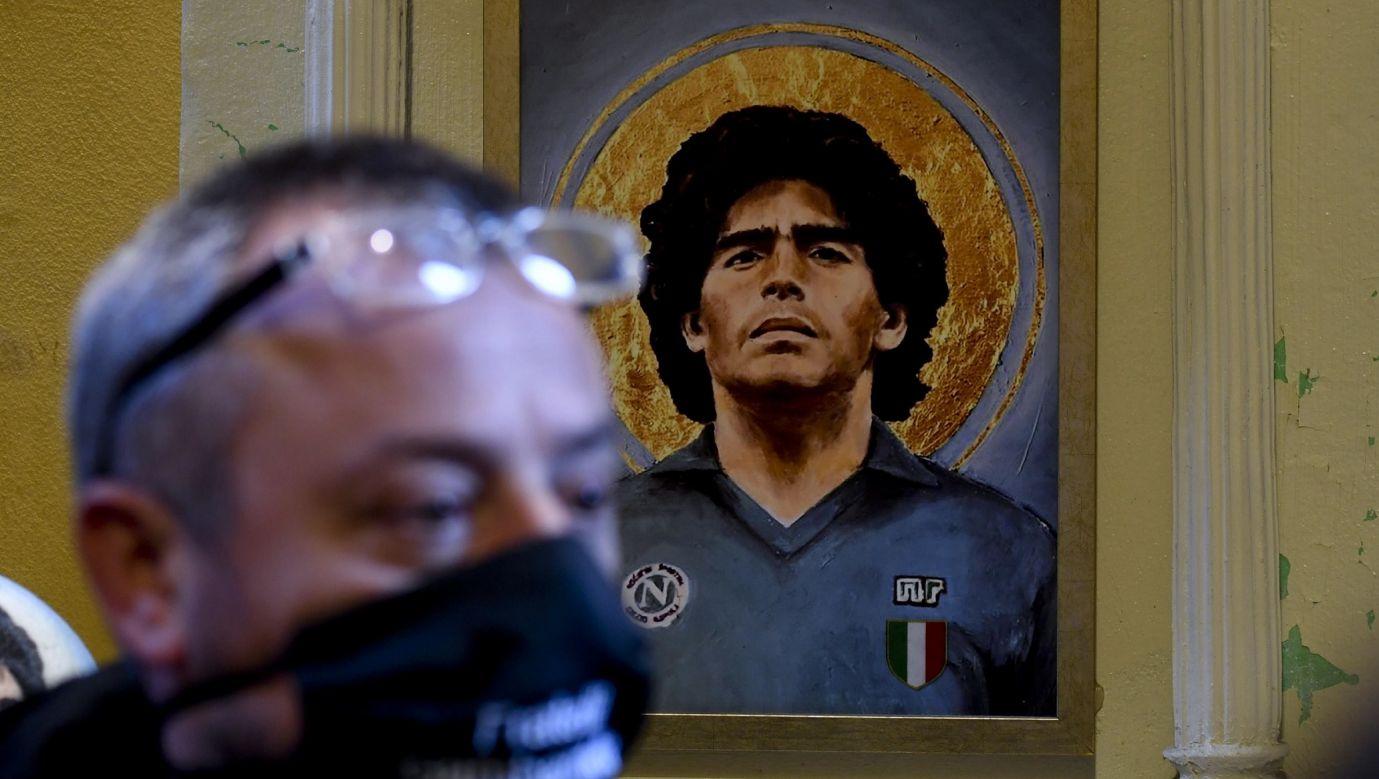 Hołd złożony Diego Armando Maradonie przez twórców szopki San Gregorio Armeno w Neapolu, Włochy, 26 listopada 2020 r. Fot. PAP / EPA, CIRO FUSCO