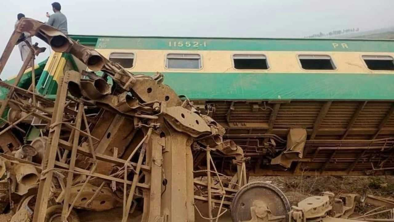 Kilka wagonów spadło z nasypu (fot. TT/Shah e rawan)