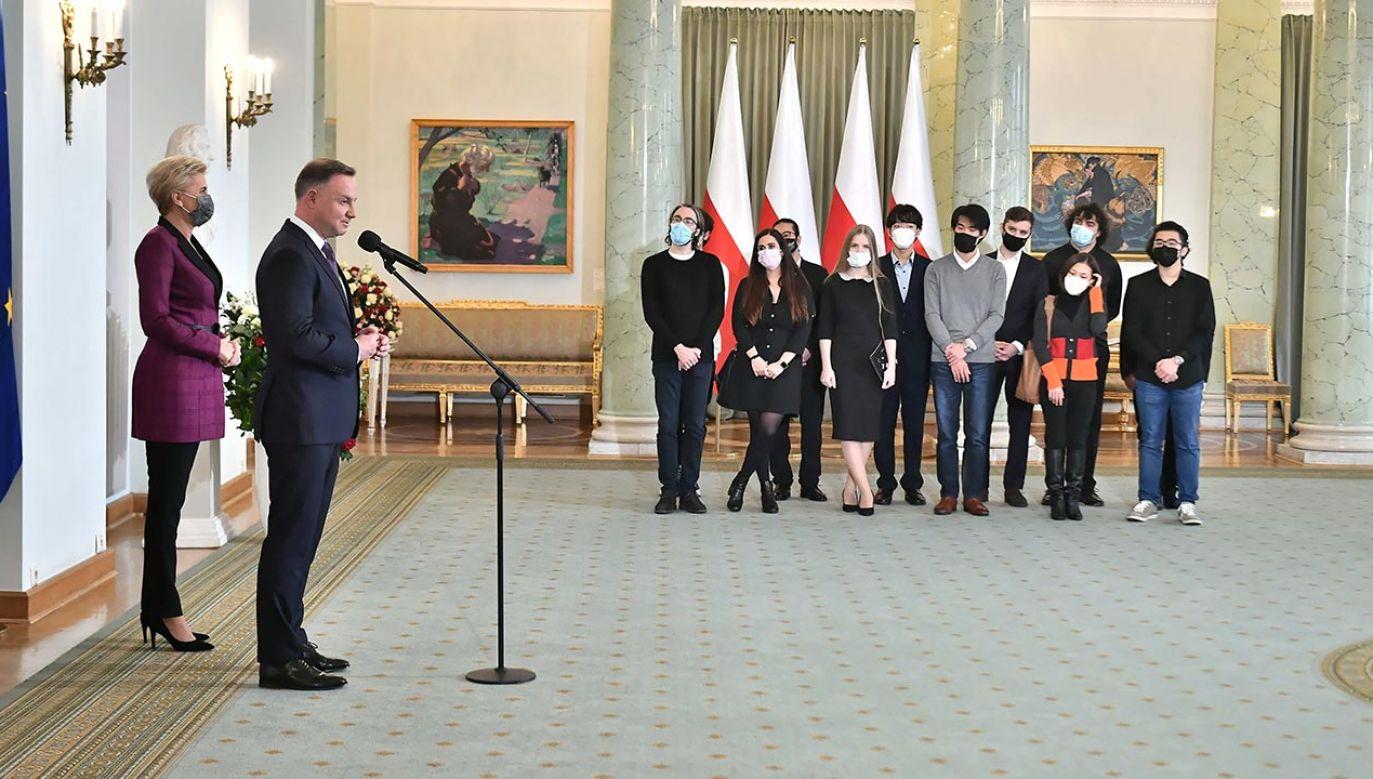 Prezydent podziękował pianistom (fot. PAP/Andrzej Lange)