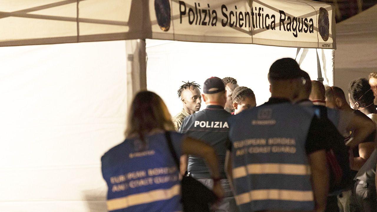 """""""Następna łódź? Kierunek Marsylia"""" – napisał na Twitterze włoski wicepremier Matteo Salvini fot. PAP/EPA/FRANCESCO RUTA)"""