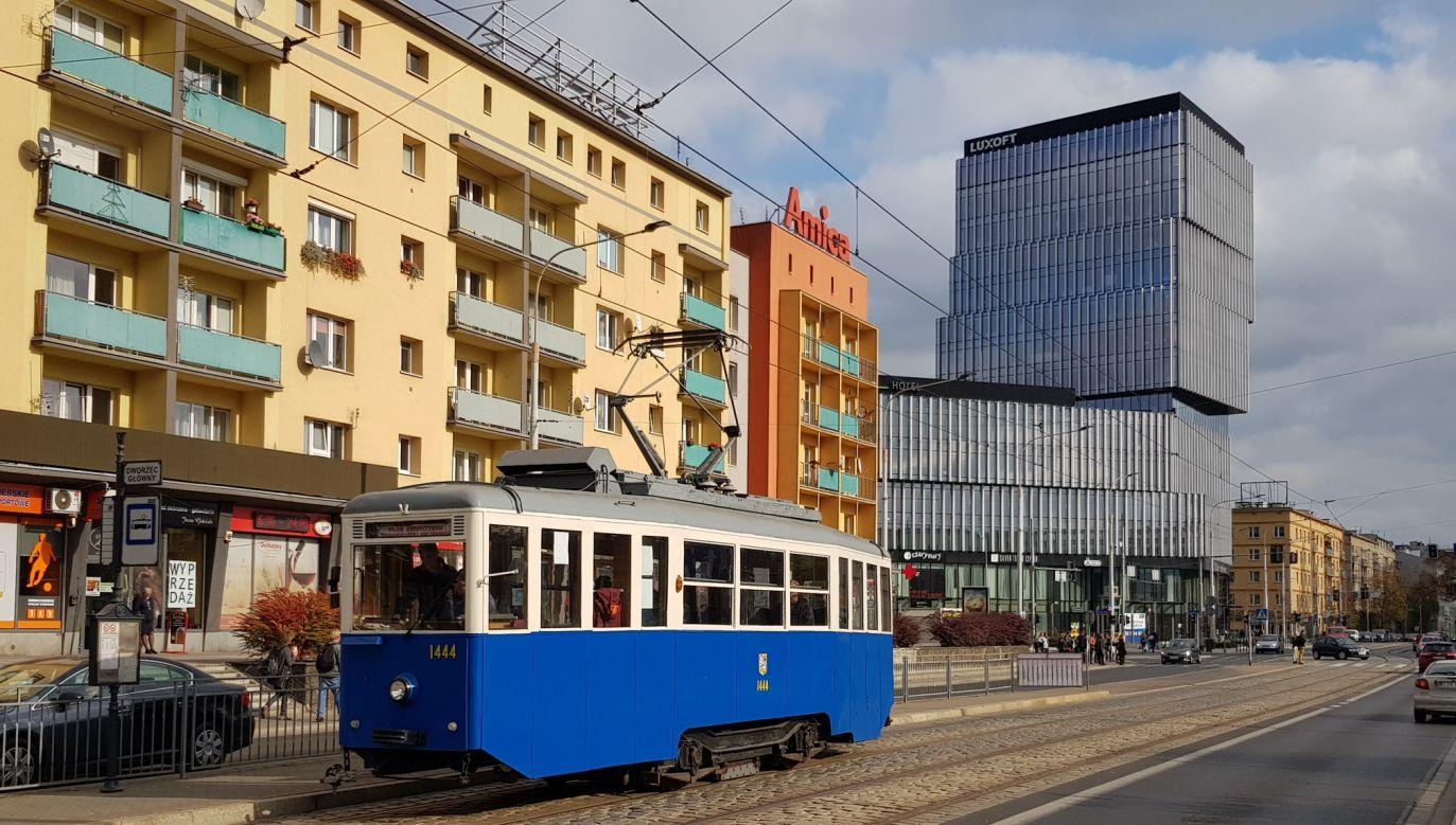 Pierwszy zabytkowy skład wyjechał na wrocławskie tory  już  1 maja (fot. Klub Sympatyków Transportu Miejskiego)