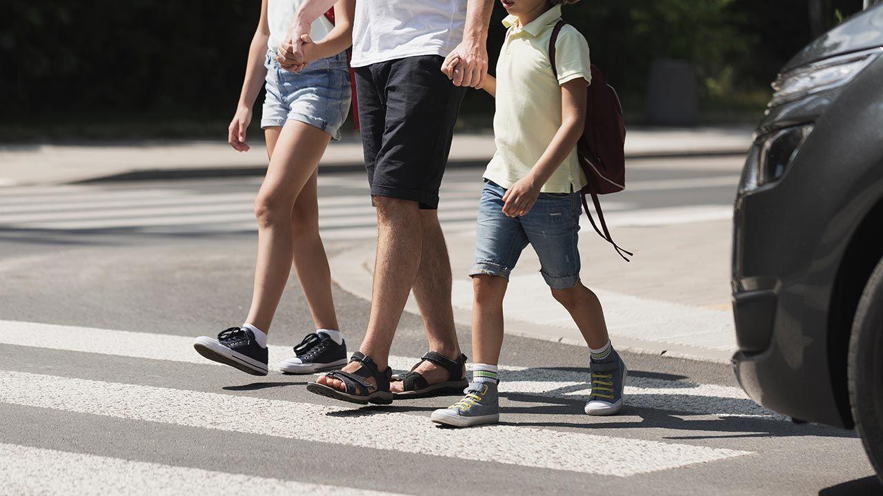 Obowiązująca od 1 czerwca nowelizacja kodeksu ruchu drogowego spowodowała spadek liczby wypadków (fot. Shutterstock/Photographee.eu)