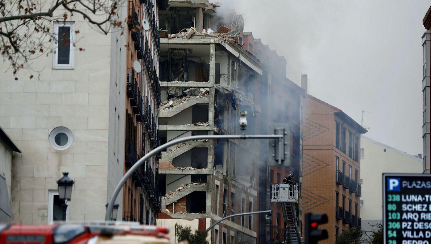 Całkowicie zniszczone zostały trzy najwyższe piętra jednego z budynków (fot. PAP/EPA/DAVID FERNANDEZ)