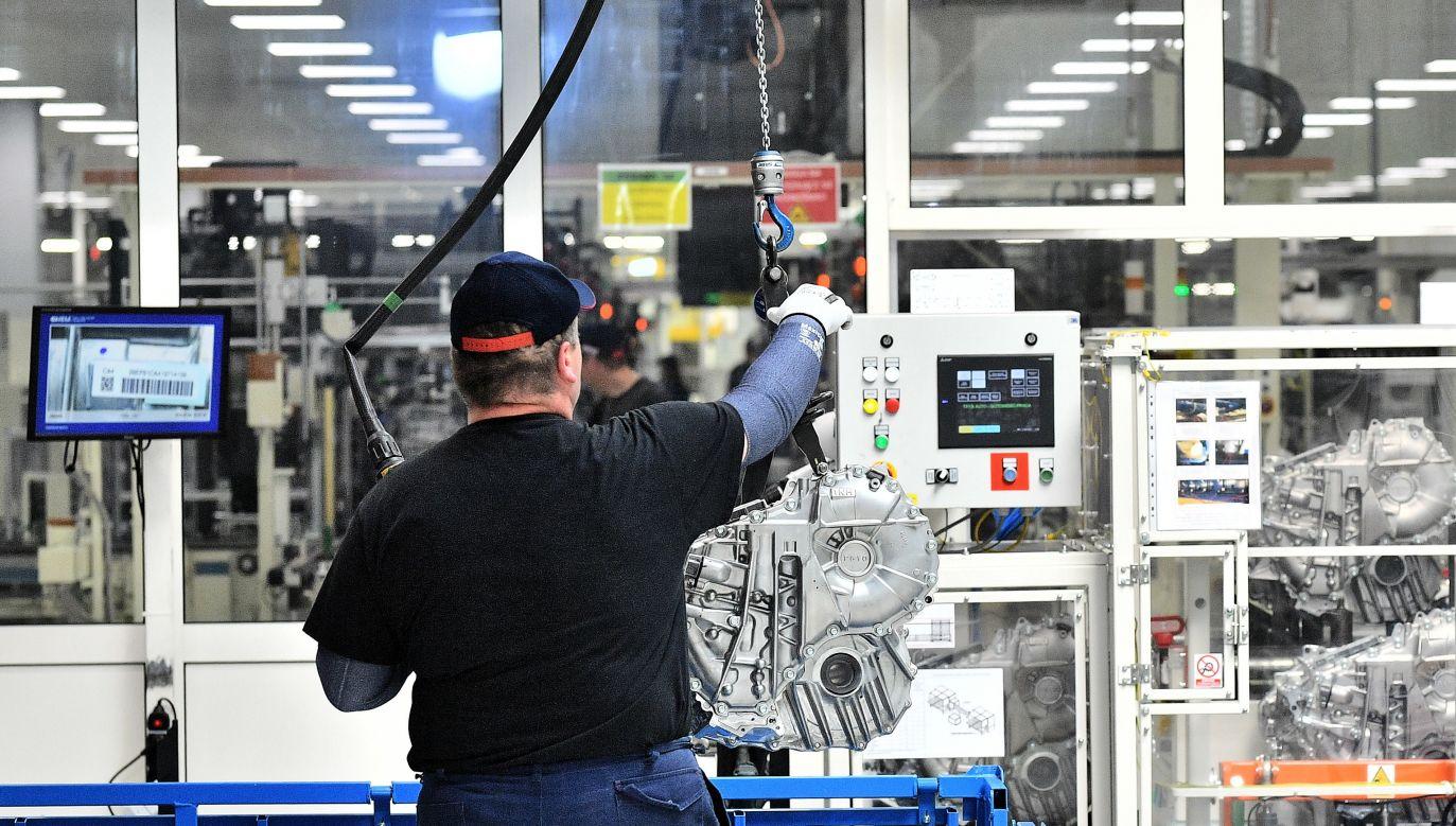 Linia produkcyjna przekładni do samochodów hybrydowych w Fabryce Toyoty w Wałbrzychu (fot. arch.PAP/Jan Karwowski)