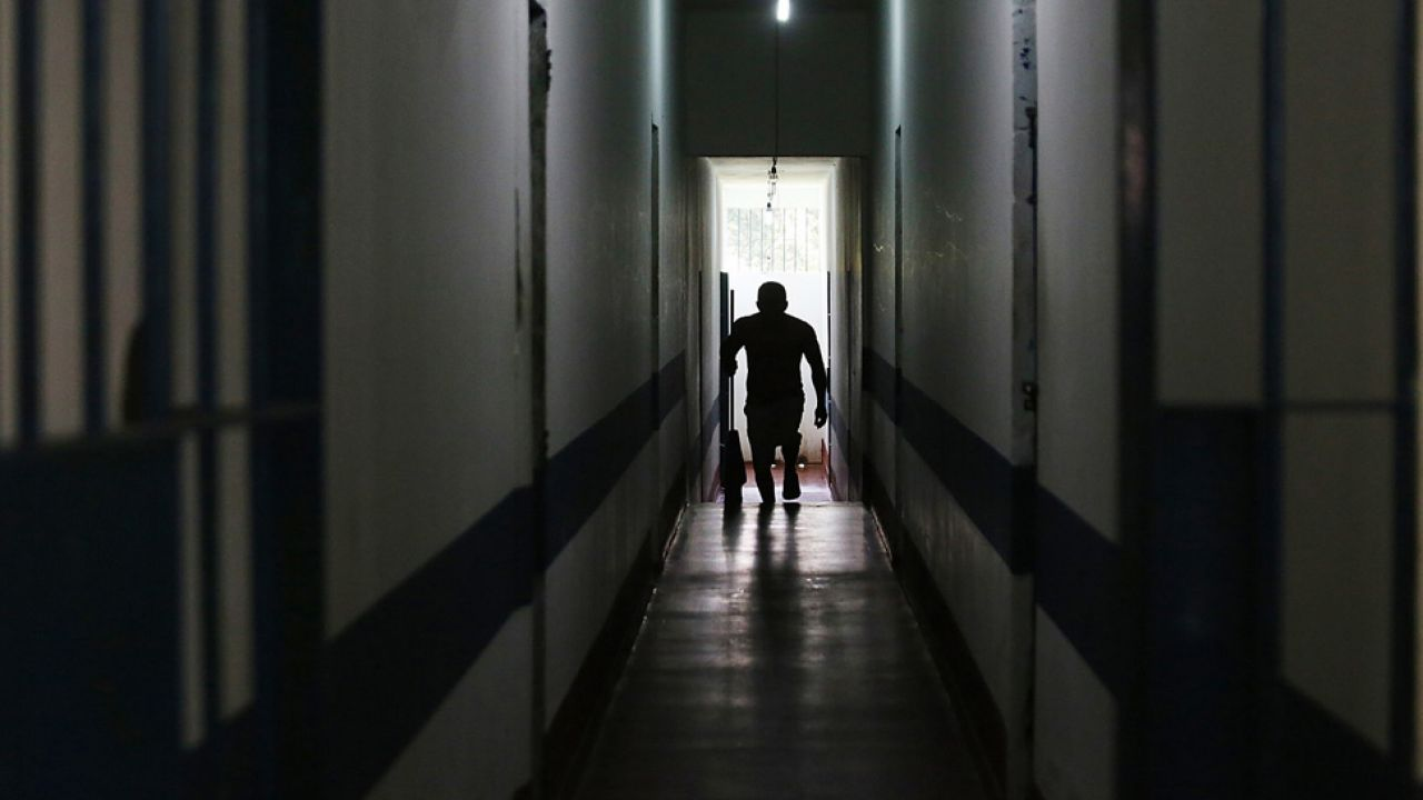 Zlecenie zabójstwa wyszło zza krat? (fot. Mario Tama/Getty Images)