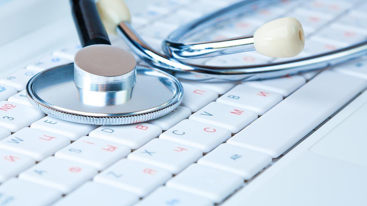 Założenie jest takie, że pacjent, który zechce zapisać się do lekarza przez sieć, loguje się na swoje internetowe konto i po wskazaniu świadczenia medycznego otrzymuje informację zwrotną o wolnych terminach wizyt (fot. Shutterstock/titov dmitriy)