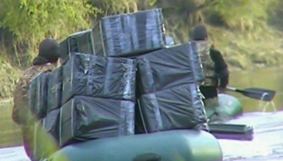 Papierosy przerzucano przez granicę na Bugu, na pontonach (fot. Straż Graniczna)