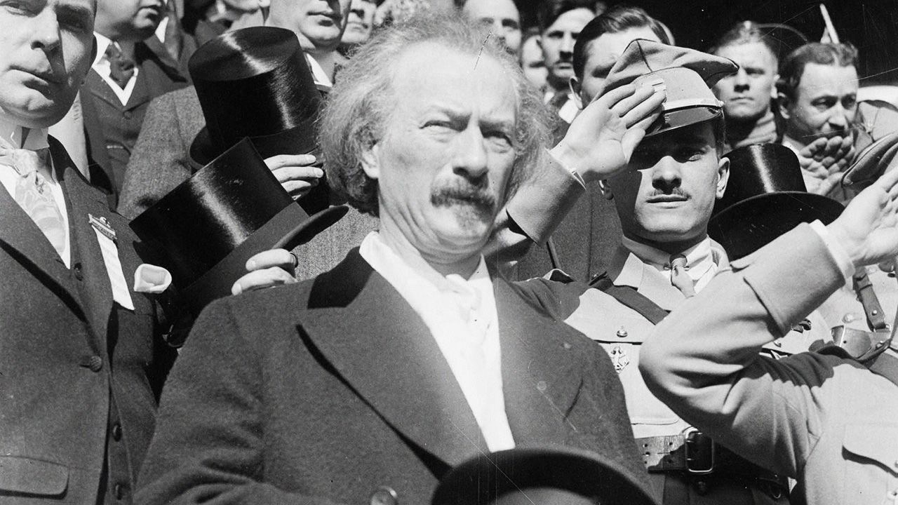 Podpis pod Traktatem Wersalskim złożył m.in. Ignacy Paderewski (fot. Photo12/Universal Images Group via Getty Images)
