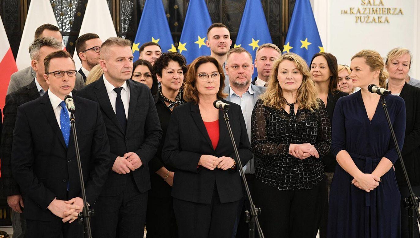 Posłowie KO sugerują, że nie będą uznawać wyników wyborów, ale Małgorzata Kidawa-Błońska formalnie się z nich nie wycofa (fot. PAP/Radek Pietruszka)