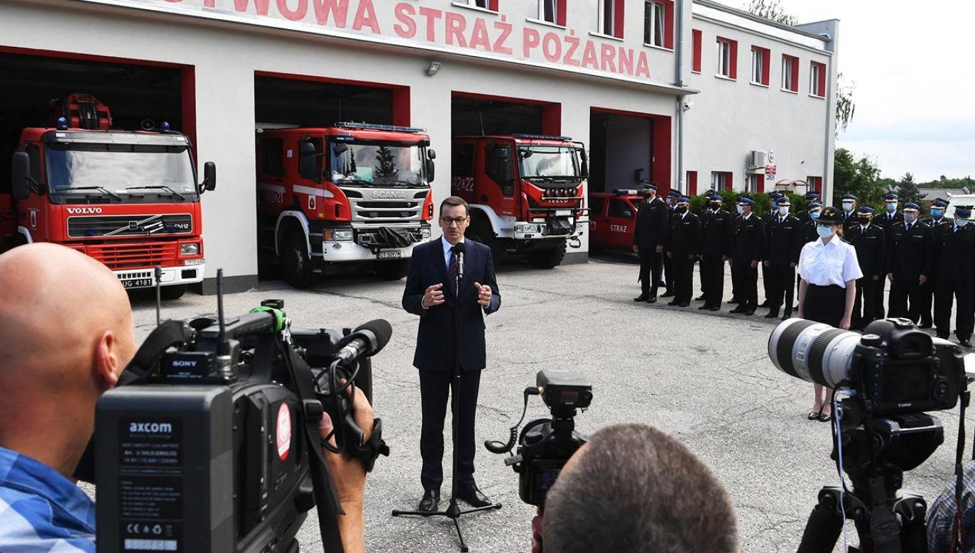 Szef rządu wyraził przekonanie o coraz lepszym współdziałaniu Państwowej Straży Pożarnej i ochotniczych straży pożarnych (fot. PAP/Tytus Żmijewski)